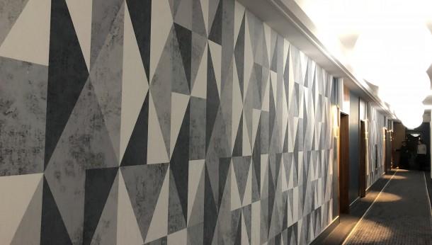 Utrzymanie czystości i estetyki na hotelowej ścianie